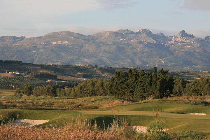 KEEP-HERO-SHOT-Verdura-10th-Green-Mountains-IL-Oct-09-low-res Verdura Resort : le camp des Siciliens...